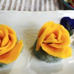 Sticky rice and mango in the shape of roses!