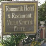 Sign at roadside to Hotel