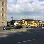Durty Nelly's with Bunratty Castle on the edge