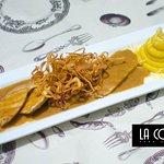 Chancletica de Pollo con salsa de Limón  Pollo a la Parrilla con salsa oscura de limón, acompaña