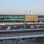 Vista da Sheikh Zayed Road, com o Burj Al Arab ao fundo, desde um quarto no quinto andar.