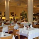 Großer schön gedeckter Speisesaal