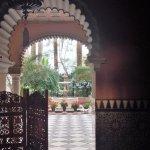 Entrada palacio frente al Parador