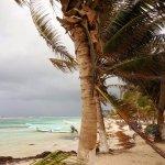 Playa de Mahahual después de la lluvia