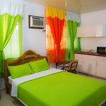 HABITACION 1 CAMA GRANDE/ ROOM WITH 1 KING ZIZE BED