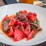 Салат с помидорами о ростбифом