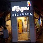 İşte böyle küçük salaş bir dükkan.