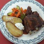 Travers de porc et légumes
