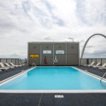 Rooftop pool with view of the Gateway Arch