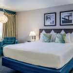 King guestroom, well-appointed for leisure or business