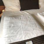 Vom Vormieter benutztes nicht frisch bezogenes Bett