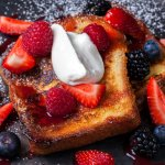 French toast με κόκκινα φρούτα