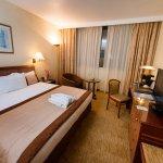 Chambre spacieuse dans un cadre luxueux d'un hôtel 05 étoiles