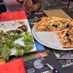 Pizza royale et assiette de pays, déjà bien entamées....