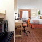 Photo de La Quinta Inn & Suites Garden City