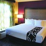 Photo of La Quinta Inn & Suites Kennesaw