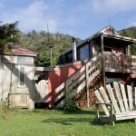 The Riverboat Cottage - self contained cottage with 1 queen bedroom and 1 bunk room.