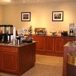 Photo of La Quinta Inn & Suites Cleveland Airport West