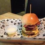 Wall Street Burger (com mais um hambúrguer e queijo)