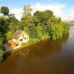 Waterfront Property Heron Lodge sleeps 2 Loch Lomond