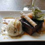 Sticky toffee and date pudding