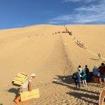 Foto de Mingsha Shan (Echo Sand Mountain) Park, Dunhuang, China