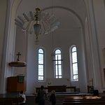 質素な教会内部