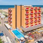 Hotel con piscina a Rivazzurra