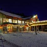The Hampton Lodge at night