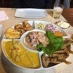 Prato com comidas típicas peruanas