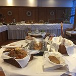 Frühstücksraum Hotel Kuhn Durchschnittliches Frühstücksbuffett in einem Raum wo die Kühltheken s