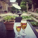 Having a @stellaartois at the beautiful #lilipond #garden #luxury #hotel in #costwolds @greenway