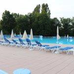 Belle piscine de 1,50 de profondeur et 25 m de long