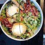 salade poitevine (salade, tomates, pancetta, chevre chaud au miel)