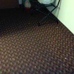 Crums on floor refridgeidare dirtysink dirty