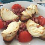 Chèvre chaud, tomates et lardons