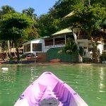 Photo de Dolphinbay Beachfront  & Dive Resort