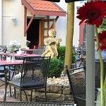 Leckeres Essen im romantischen Garten