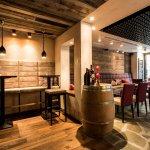 Niki's Weinbar & Restaurant