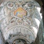 Detalle del techo y altar mayorNave lateral