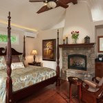 Private and Romantic Carriage House Suite