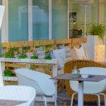 Bar & Lounge Critsal34 by Hotel Cristallo Riccione: APERITIVI-COCKTAIL-BUFFET.Ampio Giardino est