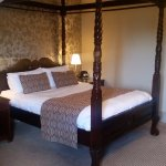 Four poster - room 215