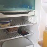 Petit déjeuner dans le frigidaire salle de bain plus que spartiate voir les photos ne correspond