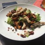 Putenstreifen Salat mit Pfifferlingen und Speck