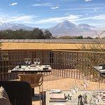 Comedor exterior con vista a los volcanes