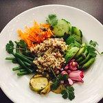 Bouddha bowl santé. Un peu plus qu'un radis et trois carottes je pense 😂😂😂