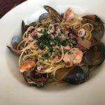 Platos fuertes Spaghetti Frutti di Mare, Risotto San Remo, Spaghetti Vesuvio, Taglierini di Mare
