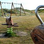 Bild från lekplatsen vid Farhultsbaden. Foto: Höganäs kommun.