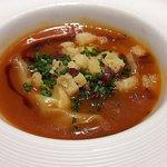 Ravioli de boletus con sopa de garbanzos